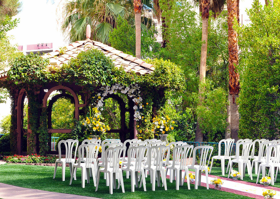 Outdoor vegas weddings planner for 702 weddings terrace