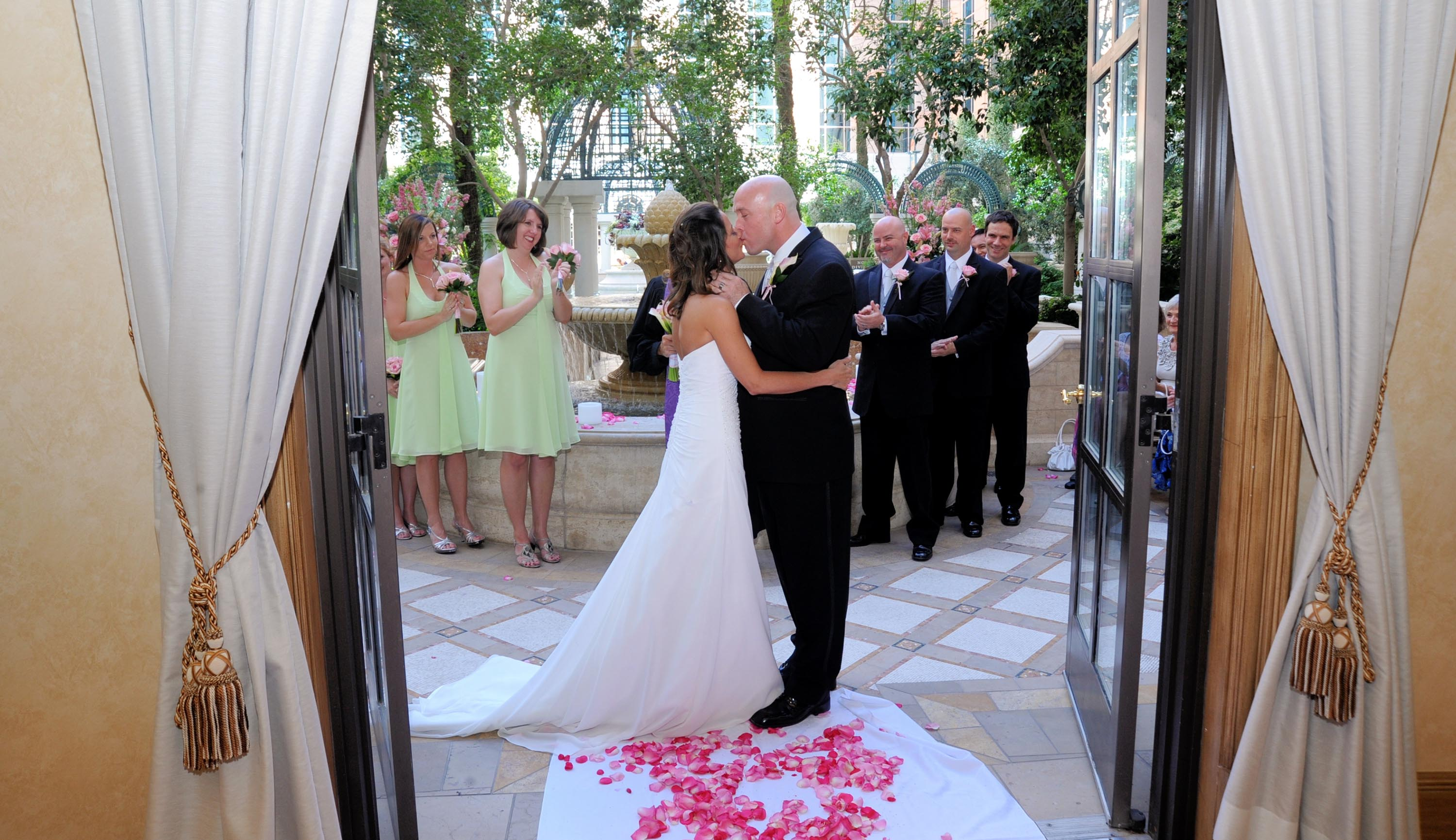 Venetian vegas weddings planner for Venetian las vegas wedding photos