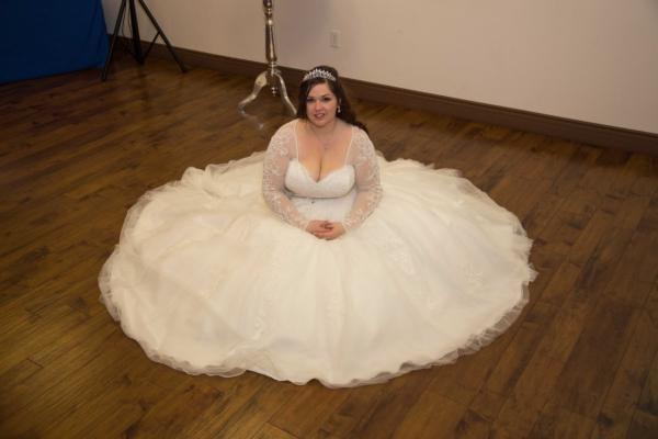 planning a wedding, bride