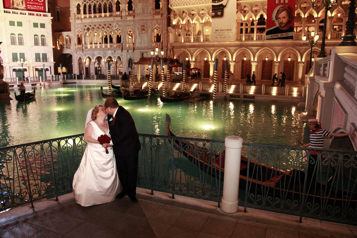 Looking for a best place for a wedding in vegas visit for Venetian las vegas wedding photos